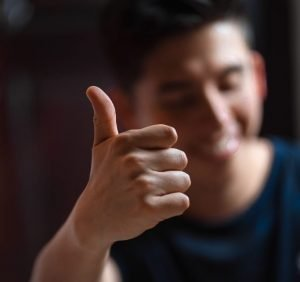 thumbs up customer complaints resolved